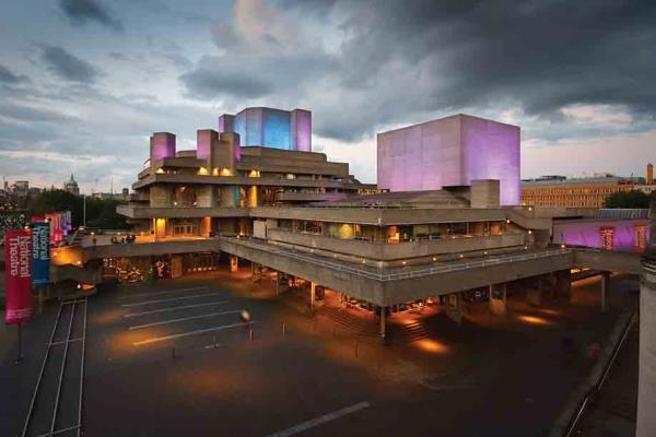 Microsoft Office 365 has made its debut at the National Theatre. The cloud system aims to improve internal communications as well as staff collaboration using a new mobile toolset.