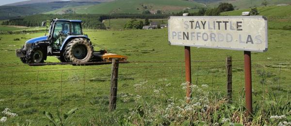 O2 says it installed the first permanent 4G mast in the remote hamlet of Staylittle in Powys, Wales.