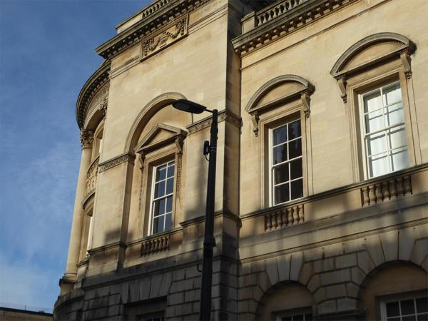 The vendor's Metnet 60GHz radios have been installed on existing street furniture across Bath city centre.