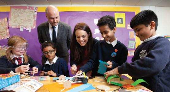Kraig Brown, partnerships and development manager for Digital Xtra Fund and Kate Forbes, minister for public finance and digital economy, with pupils from Anderston Primary School in Glasgow