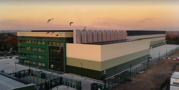 Based in Dagenham, east London, it is close to an already established internet hub, which facilitates the majority of the London Internet Exchange's (LINX) infrastructure. The new centre will have 25,600 sqm of IT space and a maximum IT load of 64 MW once fully operational